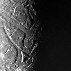 Ariel (moon) - Image: Ariel's transecting valleys