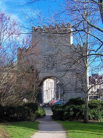 Bath stone - Arno's Court Triumphal Arch