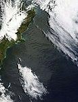 Atmospheric gravity waves off South Island, New Zealand (5300585845).jpg