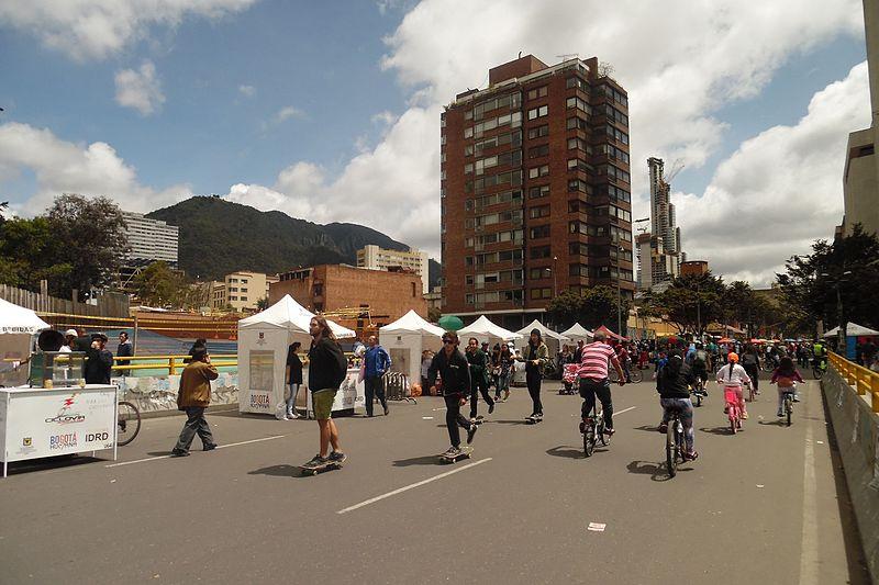 File:BOG Av cra 7 calle 26 Ciclovía en Bogotá.JPG