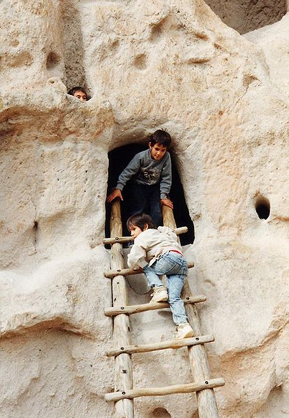 File:Bandelier-Children and Ladder.jpg