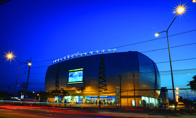 File:Bangkok Lumpinee Boxing Stadium 1.jpg