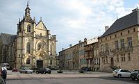 Bar-le-Duc Place Saint-Pierre.jpg