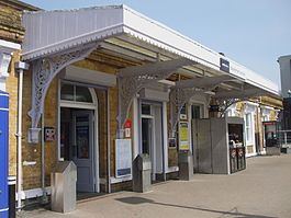 Beckenham Junction stn main entrance.jpg