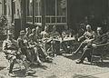 Belangstellende officieren langs de Mookse baan op de vierde dag van de 23e Vier – F40425 – KNBLO.jpg