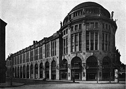Potsdamer Platz, Haus Vaterland, 1913, Berliner Architekturwelt 15.3 (1913), p. 98. [Public domain], via Wikimedia Commons