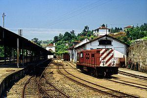 Narrow-gauge railways in Portugal - A Série 9020 diesel locomotive at Livração station on the Tâmega line