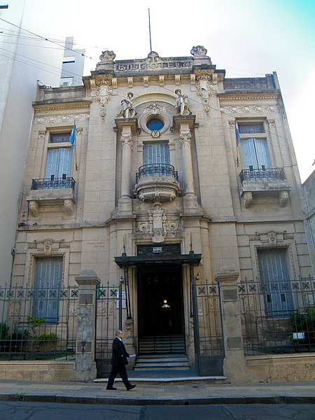 https://upload.wikimedia.org/wikipedia/commons/thumb/2/23/Biblioteca_Popular_del_Paran%C3%A1_-_Frente_01.jpg/450px-Biblioteca_Popular_del_Paran%C3%A1_-_Frente_01.jpg