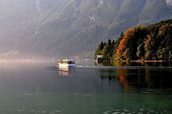 English: Excursion boat on the Lake Bohinj in ...