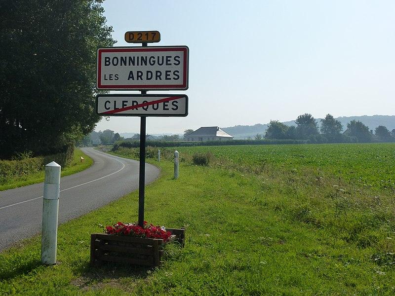 Bonningues-lès-Ardres ~ Clerques (Pas-de-Calais) city limit sign