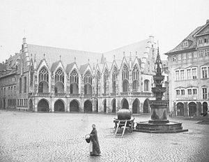 Timeline of Braunschweig - Image: Braunschweig Altstadtrathaus mit Brunnen um 1865