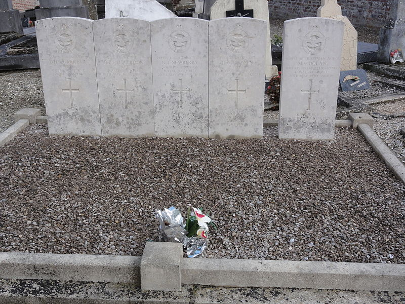 Brissy-Hamégicourt (Aisne) cimetière d'Hamégicourt, tombes aviateurs CWGC