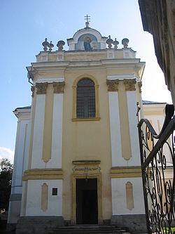 Фасад костелу Внебовзяття Пресвятої Діви Марії в Бучачі, 2004 р.