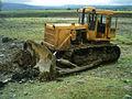 Bulldozer bei Rohrabdeckung.jpg
