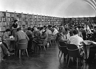 Books in Germany - Image: Bundesarchiv B 145 Bild F001703 0003, Bonn, Studentenbibliothek, Lesesaal