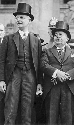 Wilhelm Cuno - Cuno, left, with German President Friedrich Ebert (1923)