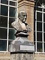 Bust de Jules Émile Planchon al Jardí Botànic de Montpeller.JPG