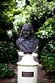 Bust of Linnaeus.jpg