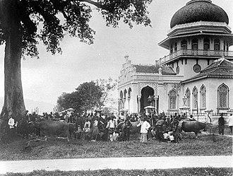 Baiturrahman Grand Mosque - Blessing of buffaloes at the Baiturrahman mosque at the end of Ramadan