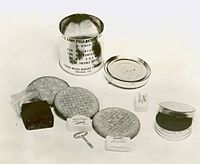 C Ration B unit (1941) with contents.jpg