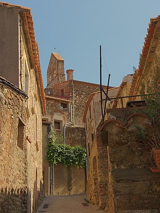 Calmeilles - A street leading to the small square of Pedrissos, in Calmeilles