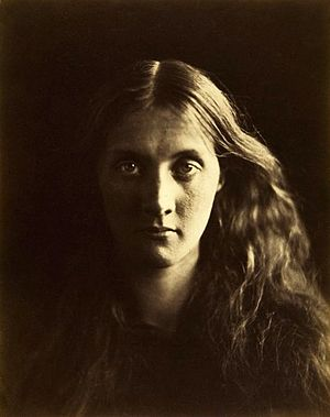Virginia Woolf - Photographic portrait of Woolf's mother, Julia Stephen, taken by Julia Margaret Cameron, Julia's aunt