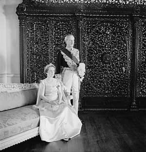 John Colville, 1st Baron Clydesmuir - John Colville as Governor of Bombay with Lady Colville. Photo by Cecil Beaton