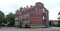 Centralskolan, äldsta delen byggd 1903 sedd från Hemmingsgatan, Falköping 6858.jpg