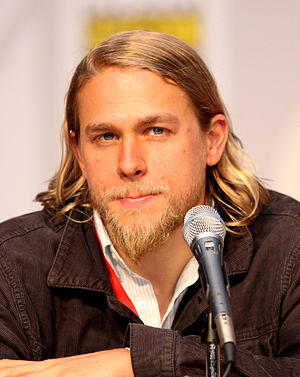 English: Charlie Hunnam at the 2010 Comic Con ...