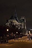 Chevet de la Cathédrale Notre Dame, pris depuis le Pont Saint Louis.jpg