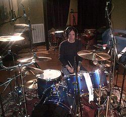 Chris Vrenna gravando em 2013