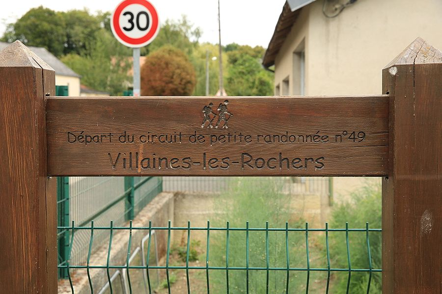 Pedestrian trail for basketry in Villaines-les-Rochers.