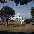 Collectie NMvWereldculturen, TM-20026001, Dia, 'De Al-Azhar moskee in Kebajoran Baru', fotograaf Boy Lawson, 1971.jpg