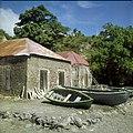 Collectie Nationaal Museum van Wereldculturen TM-20030062 Resten van de oude pakhuizen gelegen op het strand beneden bij Fort Oranje Sint Eustatius Boy Lawson (Fotograaf).jpg