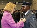 Commandant-commando-dienstencentra-marion-gout-van-sinderen-was-een-van-de-autoriteiten-die-medailles-uitreikte.jpg