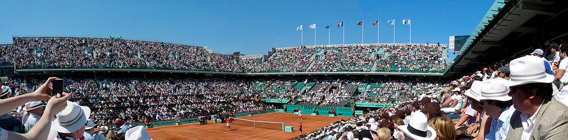 Vista del Estadio Philippe Chatrier, pista central de Roland Garros, durante un enfrentamiento en la edición de 2010 en la que resultó vencedor por quinta vez el jugador español Rafael Nadal.