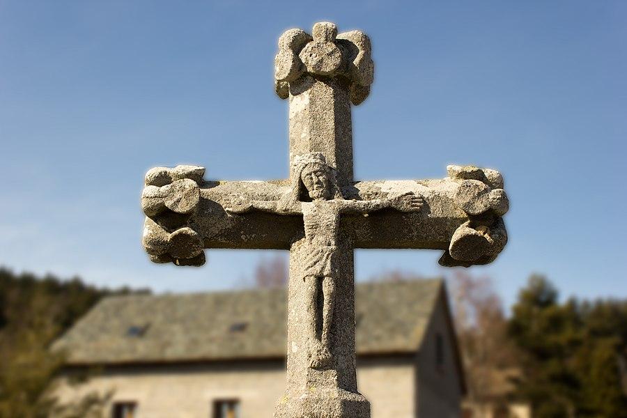 Croix de cimetière de Saint-Juéry: Face avant
