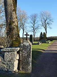 Cross at the gate of Prästtorp graveyard, Brastad.jpg