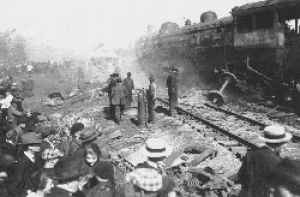 Hammond Circus Train Wreck - Image: Crowd at Hammond Circus Train Wreck