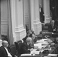De regeringstafel met als tweede van links minister Samkalden van Justitie en re, Bestanddeelnr 918-4318.jpg
