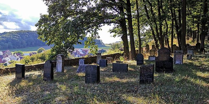 Datei:Denkmalzone Jüdischer Friedhof, Teschenmoschel.jpg