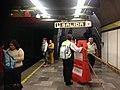 División de vagones exclusivos en metro 6.jpg