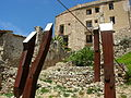 E13 Monument a les Brigades Internacionals, a l'entrada del poble vell de Corbera.jpg