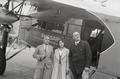ETH-BIB-Walter Mittelholzer in Berlin, mit männlichem Passagier und Frau L. Weigelt-Weitere-LBS MH02-17-0011.tif