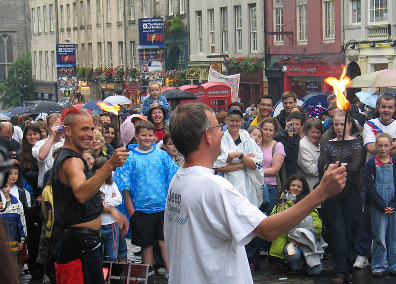 File:Edinburgh fringe royal mile street performance.jpg