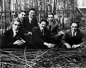 Paul Ehrenfest - Ehrenfest's students, Leiden 1924. Left to right: Gerhard Heinrich Dieke, Samuel Abraham Goudsmit, Jan Tinbergen, Paul Ehrenfest, Ralph Kronig, and Enrico Fermi