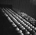 Eieren bij een sorteer- en inpakmachine, Bestanddeelnr 252-9083.jpg