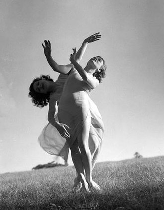 Gertrud Bodenwieser - Image: Emmy Towsey (Taussig) and Evelyn Ippen, Bodenwieser Ballet in Centennial Park, Sydney, ca. 1939 Max Dupain