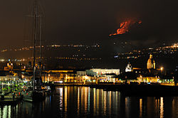 Etna Volcano Paroxysmal Eruption July 30 2011 - Creative Commons by gnuckx (5992681338).jpg