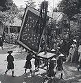 Fêtes du Nam-giao en 1942 (10). Etendard figurant des constellations astrologiques.jpg